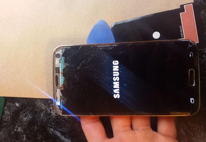 Проверяем работу дисплея после предварительного отделения от рамки Samsung s5