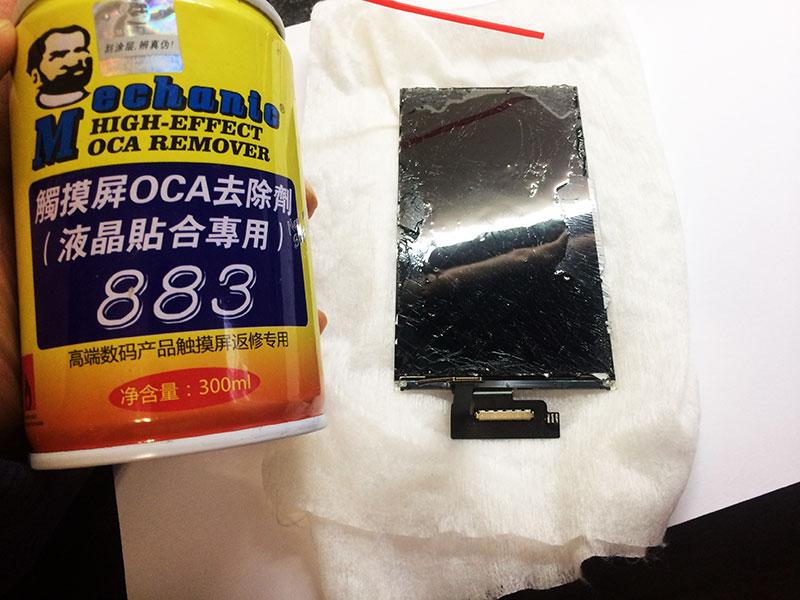 Размягчаем оптический клей с помощью растворителя - так будет легче заменять разбитое стекло на iphone 6
