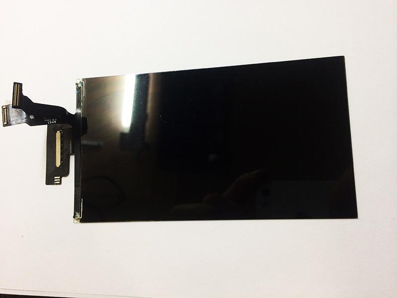 Полируем подготовленный дисплей айфон 6 перед заменой стекла до зеркального блеска.
