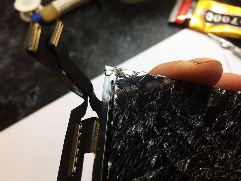 Проверяем углы экрана iphone 6 на наличие сколов и трещин перед заменой стекла