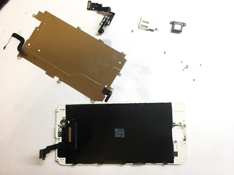 Разбираем дисплейный модуль айфон 6, чтобы подготовить его для замены стекла