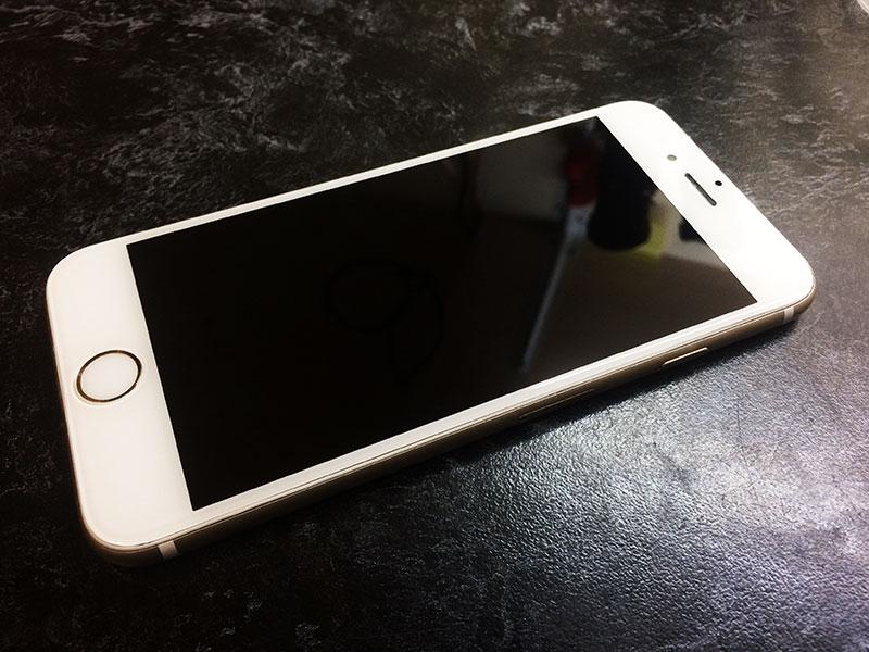 Вид после замены стекла дисплея на iPhone 6 и выпрямления корпуса должен быть таким - полностью отличным!