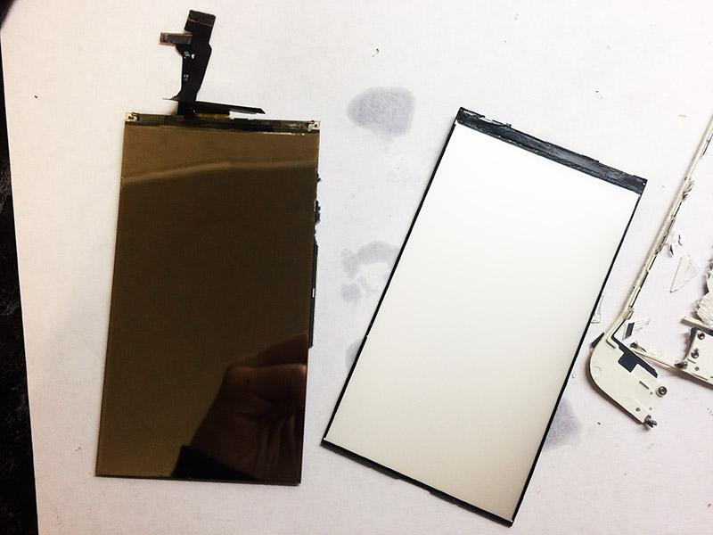 Вид подсветки и экрана iPhone 6 после разбора.