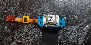 Разъем зарядки планшета Samsung после воды до ремонта - видны следы окисления на металле