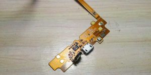 Шлейф телефона LG после ремонта разъема зарядки